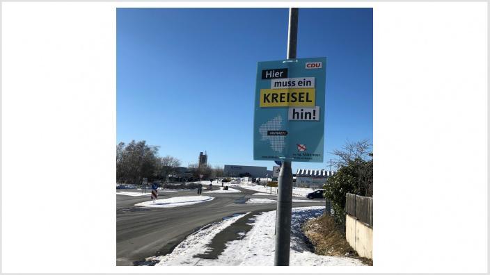 Plakat: Aufforderung zur Errichtung eines Kreisels auf Höhe der Alsberg-Kaserne in Rennerodf
